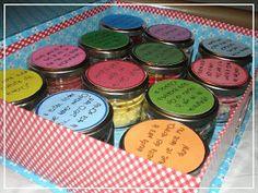 #DimequeesViernes.: Un Amigo Invisible, muy, muy craft Handmade Christmas, Eyeshadow, Creative Ideas, Jars, Secret Pal, Tiny Gifts, Original Gifts, Eye Shadow, Eyeshadows