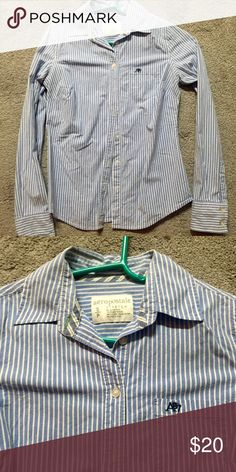 Aeropostale Button Down Only worn a few times, looks really cute with the arms rolled up and a pair of shorts and flip flops! Aeropostale Tops Button Down Shirts