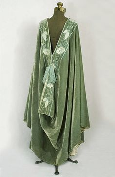Liberty & Co. burnouse style cape, c.1910, from the Vintage Textile archives.