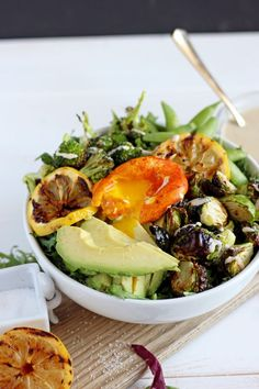 Healthy Spring Green Salad   Turmeric Egg. The perfect vegetarian salad that works for lunch or dinner!! thewoodenskillet.com