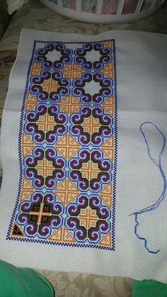 Embroidery Neck Designs, Ribbon Embroidery, Embroidery Stitches, Embroidery Patterns, Sewing Patterns, Cross Stitch Borders, Cross Stitch Designs, Cross Stitching, Folk Art