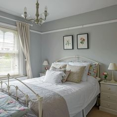 Country bedroom pictures and photos for your next decorating project. Find inspiration from of beautiful living room images Shabby Chic Grey Bedroom, Cottage Shabby Chic, Rose Bedroom, White Bedroom Furniture, Gray Bedroom, Master Bedroom, Bedroom Decor, Green Furniture, Grey Painted Bedrooms
