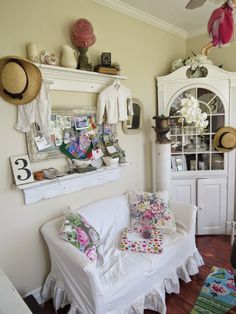 must love junk: Saturday Spotlight: Alaina from Arbor House Lane Junk Chic Cottage, Cottage Living Rooms, Spotlight, Diy Projects, Shabby Chic, House, Decorating, Search, Garden