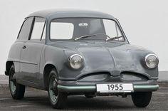 VW Concept EA48 (1955) - In den Nachkriegsjahren waren die Bezeichnungen von Prototypen bei den Wolfsburgern noch um einiges technischer. Mit dem Entwicklungsauftrag 48 sollte eine viersitzige Limousine unterhalb des Käfers entstehen. Zwar ging dieser Winzling bei VW nicht in Serie, aber Entwickler Alec Issigonis nahm die Idee mit zu Austin/Morris. Der Mini war geboren.