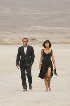 Daniel Craig & Olga Kurylenko in 'Quantum of Solace' (2008)