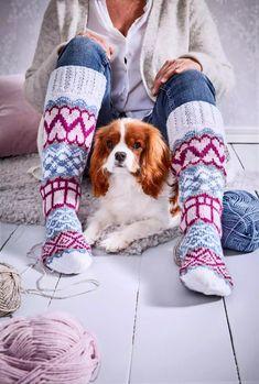 32 x ilmainen villasukkaohje   Meillä kotona Knitting Socks, Leg Warmers, Slippers, Boots, Winter, Ankle, Knit Socks, Leg Warmers Outfit, Crotch Boots