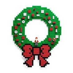 Build On Brick Holiday Wreath | ThinkGeek