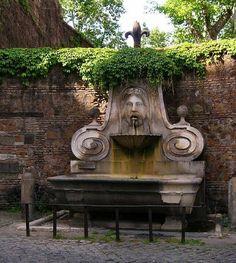 Roma, Fontana del Mascherone, Via Giulia - behind the Palazzo Farnese