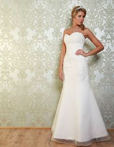 SOTHERN This fishtail gown is simple yet eye catching. It has an elegant sweetheart neckline with embellished lace applique. The organza overlay also creates a soft, romantic look. https://www.wed2b.co.uk/vintage-wedding-dresses/viva-bride-sothern.php
