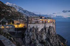 Les 25 sites les plus spectaculaires construits à flanc de falaise