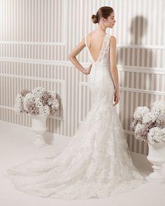 8S132 LEANDRA | Wedding Dresses | 2015 Collection | Luna Novias (back)
