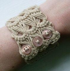Broomstick lace cuff