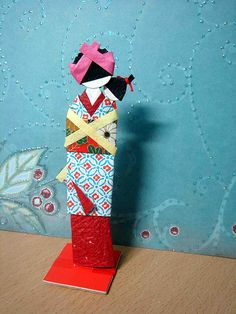 Hand-made Japanese paper doll - Nursemaid with baby (front) Japanese Origami, Japanese Paper, Japanese Geisha, Origami And Kirigami, Origami Paper, Kimono Origami, Washi, Asian Crafts, Paper Art