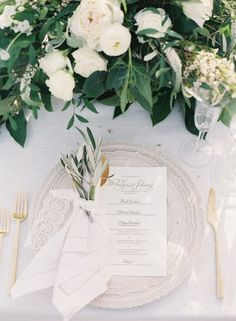 Olive branch wedding table setting: Photography: Caroline Tran - http://carolinetran.net/