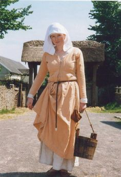 Simple medieval dress made by Sally Pointer (sallypointer dot com)