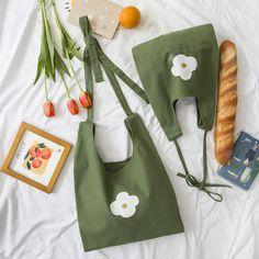 可愛い ズックバッグ ショルダーバッグ 軽い カジュアル 帆布 おしゃれ 上質 宴会 グリーン 花柄 Diy Tote Bag, Reusable Tote Bags, Canvas Shoulder Bag, Shoulder Bags, Fabric Bags, Backpack Bags, Duffle Bags, Messenger Bags, Travel Backpack