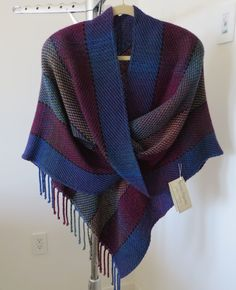Handwoven Mobius Shawl with finished seam by WovenTogetherOnPEI Trying to figure out the construction of this -- love it!