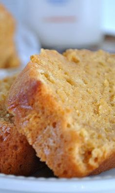Starbucks Pumpkin Pound Cake, one of the best treats that fall brings alone. Brownie Desserts, Just Desserts, Delicious Desserts, Dessert Recipes, Yummy Food, Fall Desserts, Pumpkin Pound Cake, Pumpkin Loaf, Pumpkin Spice
