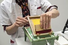 Dutch design collective Letterproeftuin has created 'The Smallest Printing Company', a mobile printing press that prints miniature posters. Screen Printing Press, Screen Printing Machine, Screen Printer, Stamp Printing, Printing Companies, Bookbinding, Letterpress, Printmaking, Screenprinting