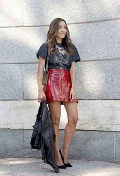 patent leather skirt guns and roses shirt leather jacket heels fashion outfit Lara Fashion, Red Leather Mini Skirt, Plastic Skirt, Skirt Fashion, Fashion Outfits, Pvc Skirt, Sexy Rock, Red Skirts, Sexy Skirt