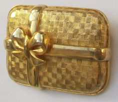 vintage-sphinx-gold-tone-gift-wrapped-present-brooch-[2]-1371-p.jpg (1031×898)