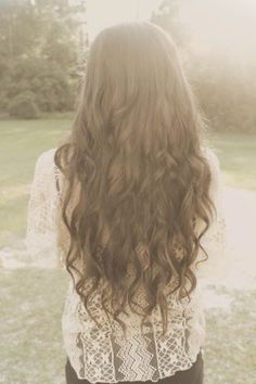 i would give anything to have hair this pretty. i reallly hate this thin shit....