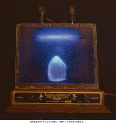 1993小林健二個展  PSYRADIOX,ICE CRYSTAL RECEIVER(透明結晶が青く光りながら回転し、同時にラジオを受信する)
