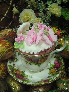 Butterflies Rose Garden: Pink butterfly n rose cuppie in an Old Country Rose (Royal Albert) teacup. Cakes by Anita Jamal