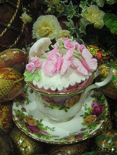 Butterflies Rose Garden: Pink butterfly n rose cuppie in an Old Country Rose (Royal Albert) teacup. Cakes by Anita Jamal