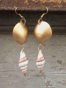 Boucles d'oreilles en coquillages.