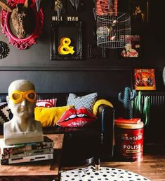 Your Gathered Home: A Rock & Roll Glam Flat in the UK Black walls provide a striking background for the playful and colorful accessories in this gathered home in the UK decor inspooooo (Visited 3 times, 1 visits today) Art Et Design, Deco Design, Home Design, Home Interior Design, Design Ideas, Modern Interior, Design Design, Interior Office, Rock And Roll