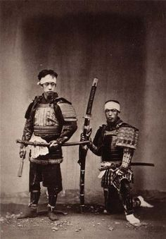 Two samurai, the one on the right is holding an odachi.
