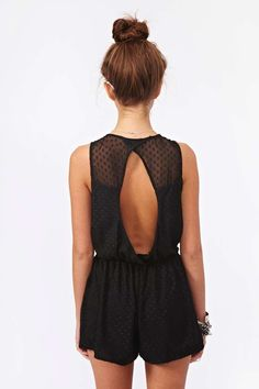 Been on the hunt for the perfect black romper for quite some time now. Too bad this little number is sold out!