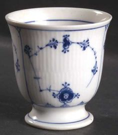 royal copenhagen blue fluted plain egg cup