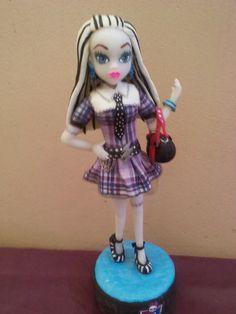 Monster High Frankie Stein  realizado en porcelana fria