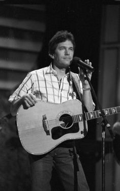 Texas celebrities when they were younger George Strait Pure Country, Young George Strait, Country Music Artists, Country Singers, Strait Music, Country Men, King George, Celebrity Weddings, Celebrity News