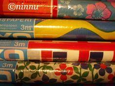 Muovipintaisia Luxo kodin yleispaperirullia 70-luvun puolivälin paikkeilta.  (70-luvulta, päivää ! -blogi)