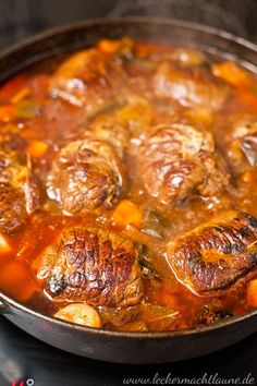 Rinder-Rouladen {klassiker} A recipe for a classic: beef roulades. Tasty and braised. Crock Pot Recipes, Vegetarian Crockpot Recipes, Meat Recipes, Chicken Recipes, Healthy Recipes, Boeuf Stroganoff Rezept, Easy Dinner Recipes, Easy Meals, Slow Cooker Beef