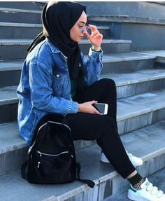Image may contain: 1 person, sitting Hijab Casual, Modest Fashion Hijab, Street Hijab Fashion, Hijab Style, Hijab Chic, Muslim Fashion, Casual Outfits, Fashion Outfits, Girl Hijab