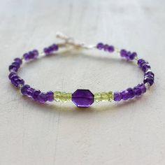 Purple Amethyst & Green Peridot Natural Gemstone Bracelet, Beaded Stacking Bracelet, Purple and Green Gemstone Bracelet    42,00 US$