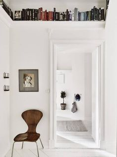 Home Interior Hallway The Best Shelving Ideas for Small Spaces.Home Interior Hallway The Best Shelving Ideas for Small Spaces Small Space Living, Living Spaces, Living Rooms, Casa Milano, Casa Top, Ceiling Shelves, Wall Shelves, White Shelves, Small Room Design