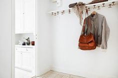 Add a few hooks to a shelf and BOOM, instant coat closet. 23 Vertical Storage Ideas To Make Everything OK (In Your Apartment) Diy Hanging Shelves, Hanging Storage, Shelf Hooks, Hanging Purses, Make Everything Ok, Decoracion Vintage Chic, Vertical Storage, Storage Hacks, Storage Ideas