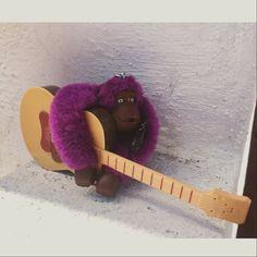 Music is the best solution to any problem. A #Emile le encanta disfrutar de sus días tocando la guitarra.#MakeHappy #KiplingMonkey #music #guitar #kiplingmexico