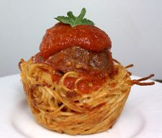 Spaghetti and meatball cups. This looks delicious and fun. :D