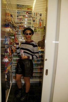 Beyonce - Jumper & Shorts look rad!