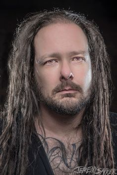 Jonathan Davis ❤️ Gosh, his eyes are particularly striking in this photo. Ray Luzier, Jonathan Davis, Nu Metal, Heavy Metal Bands, Korn, Dubstep, Metalhead, Celebs, Celebrities