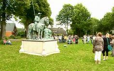 Zondag 22 juni, Stiefkiekn in Westerbork. Het wordt een groot evenement met 30 levende 'BEELDEN', die allemaal prachtig zijn aangekleed en geschminkt en die allemaal een act uitvoeren. Deze 'BEELDEN' staan verspreid door het dorp op een podium langs een aangegeven wandel route van ca. 2 km, zodat men ze goed kan bekijken. http://koopplein.nl/middendrenthe/3478858/een-nieuw-evenement-stiefkieken.html