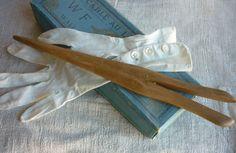 demoiselle et gants anciens chez labrocantedenel.canalblog.com