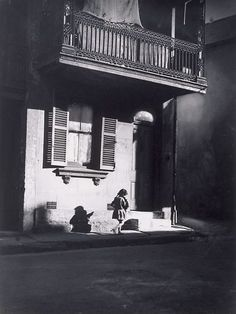 Cazneaux took a selection of photographs in and around Surry Hills in the years leading up to the First World War. Many of his pictures such as Surry Hills, Sydney, Albion Street and A Surry Hills Alleyway are sentimental streetscapes, . Australian Photography, History Of Photography, Street Photography, Vintage Photography, Surry Hills, As Time Goes By, Photo Tree, Photo Black, Film Stills