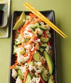 Sushi Salad with Avocado, Crab & Brown Rice - same as a california roll except no need to roll it! (I'm going to try it with Sushi rice) Sushi Recipes, Seafood Recipes, Asian Recipes, Cooking Recipes, Healthy Recipes, I Love Food, Good Food, Yummy Food, Sushi Salad